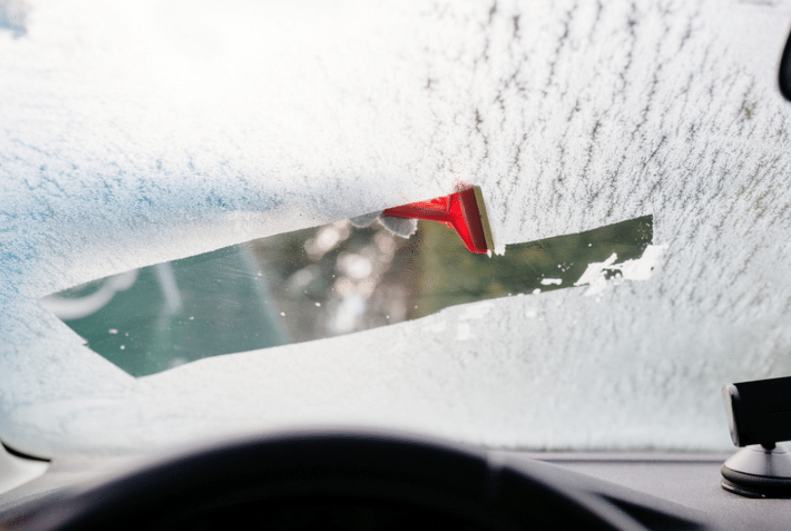 Understanding How Hot And Cold Temperatures Affect Your Windshield