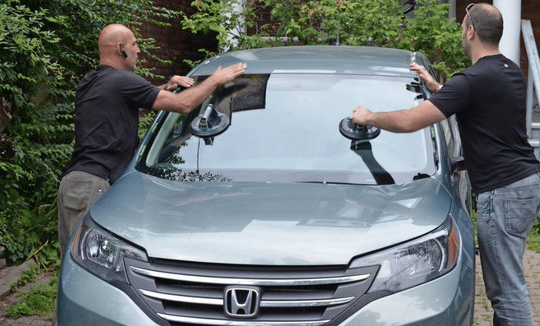 Warning Signs That Your Vehicle Needs A windshield Replacement
